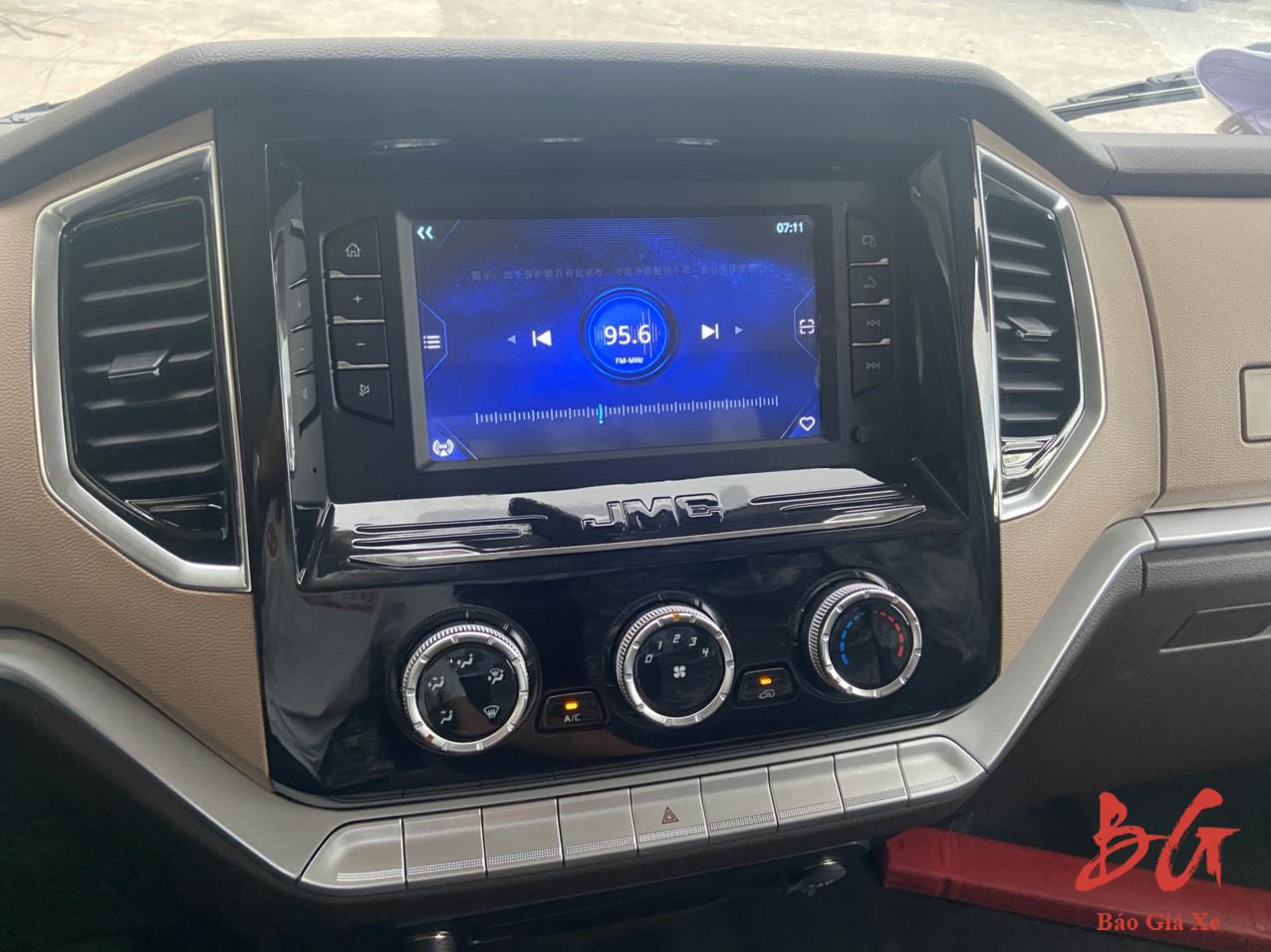 Nội thất xe tải IZ650