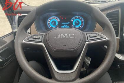 Vô lăng và màn hình xe tải IZ650