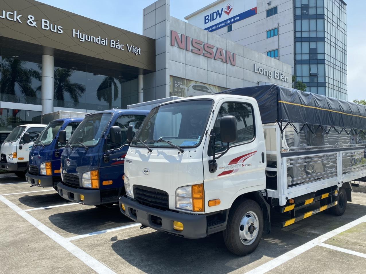 Xe tải Hyundai N250 SL thùng bạt trắng