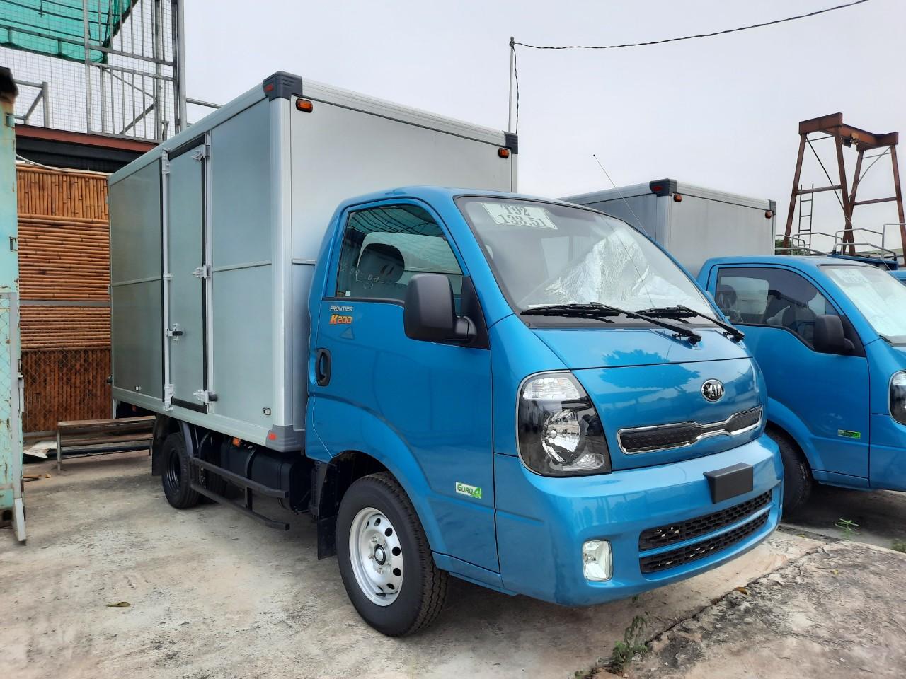 Xe tải KIA K250 thùng kín có cửa ngách