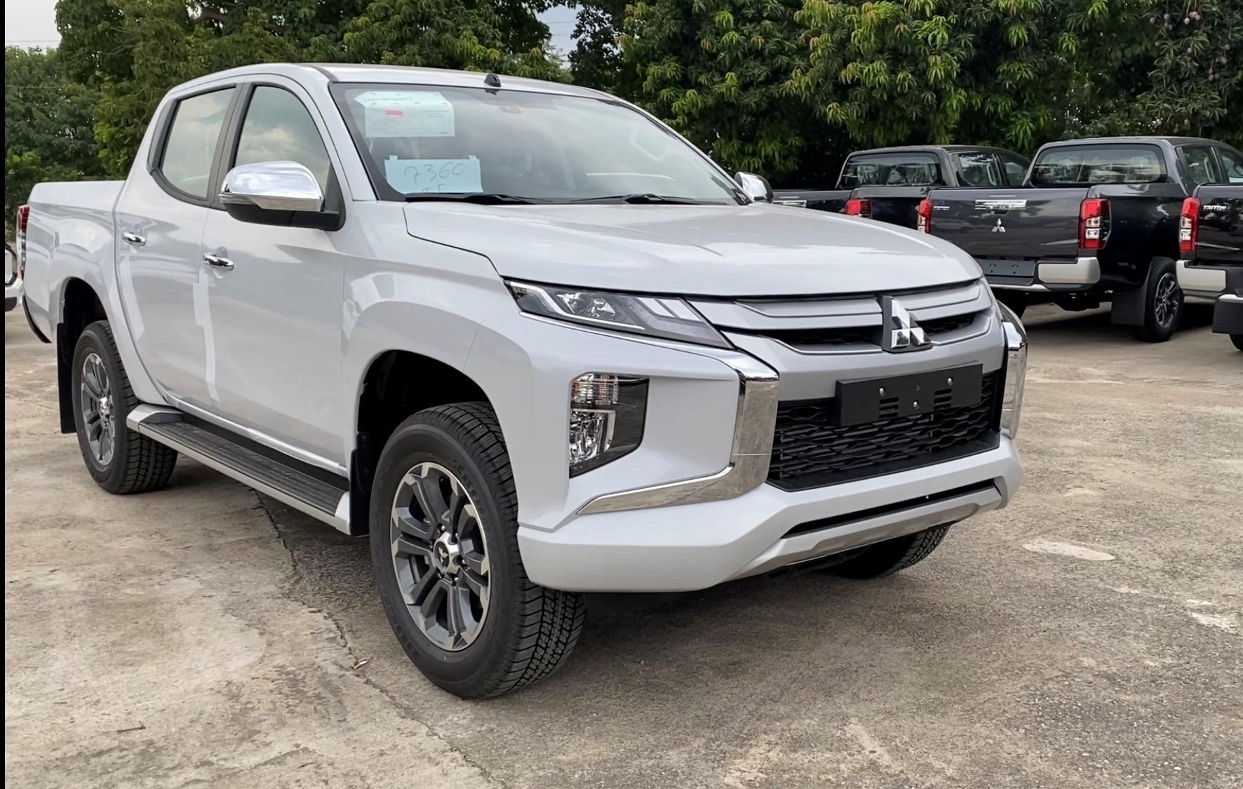 Xe bán tải Mitsubishi Triton 2022