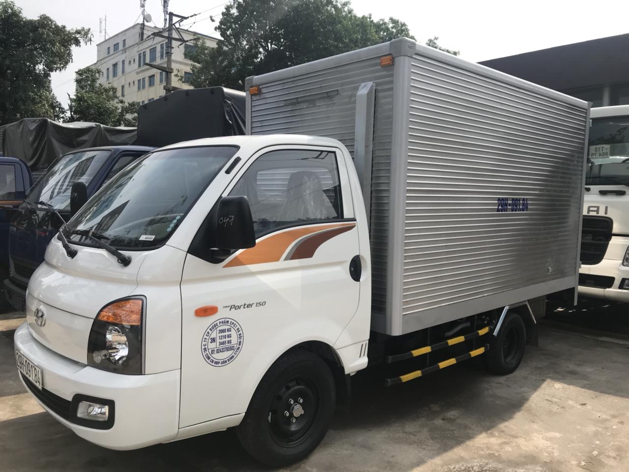 Hyundai H150 thùng kín có cửa ngách