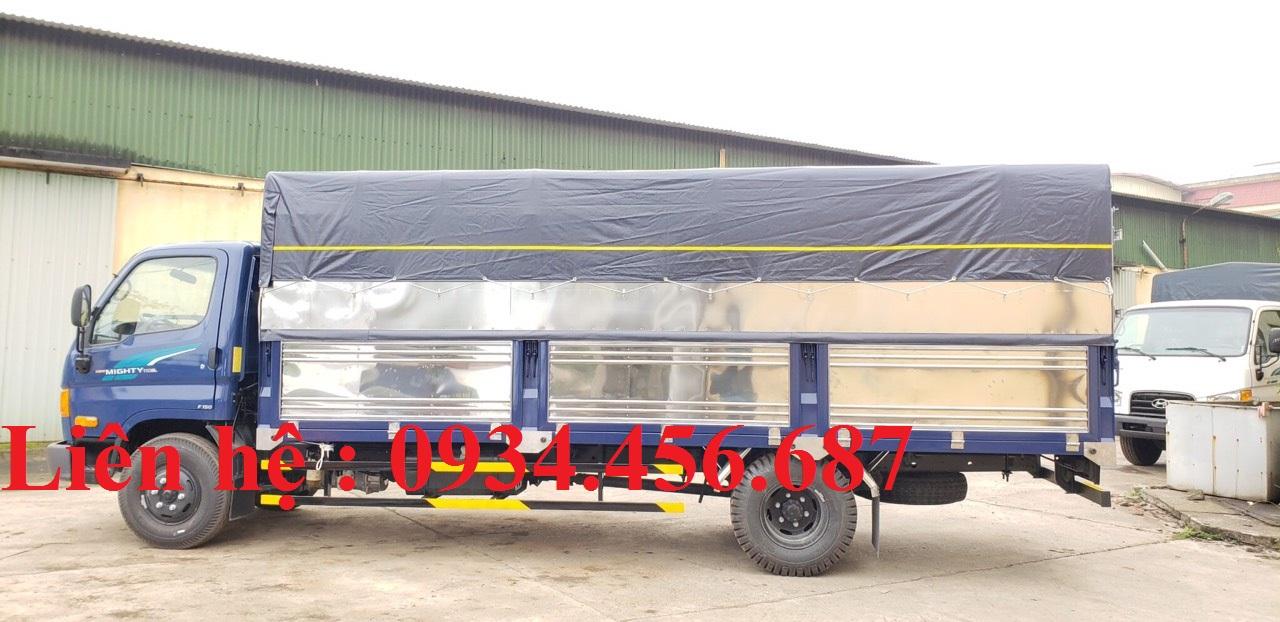 Xe tải Hyundai 110sl thùng bạt 3 khoang