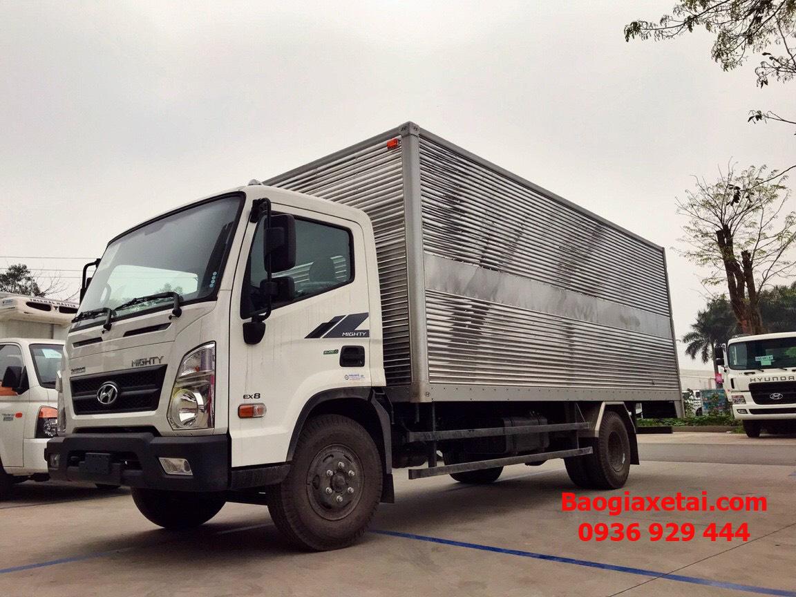 Xe tải Hyundai EX8 GT thùng kín trắng