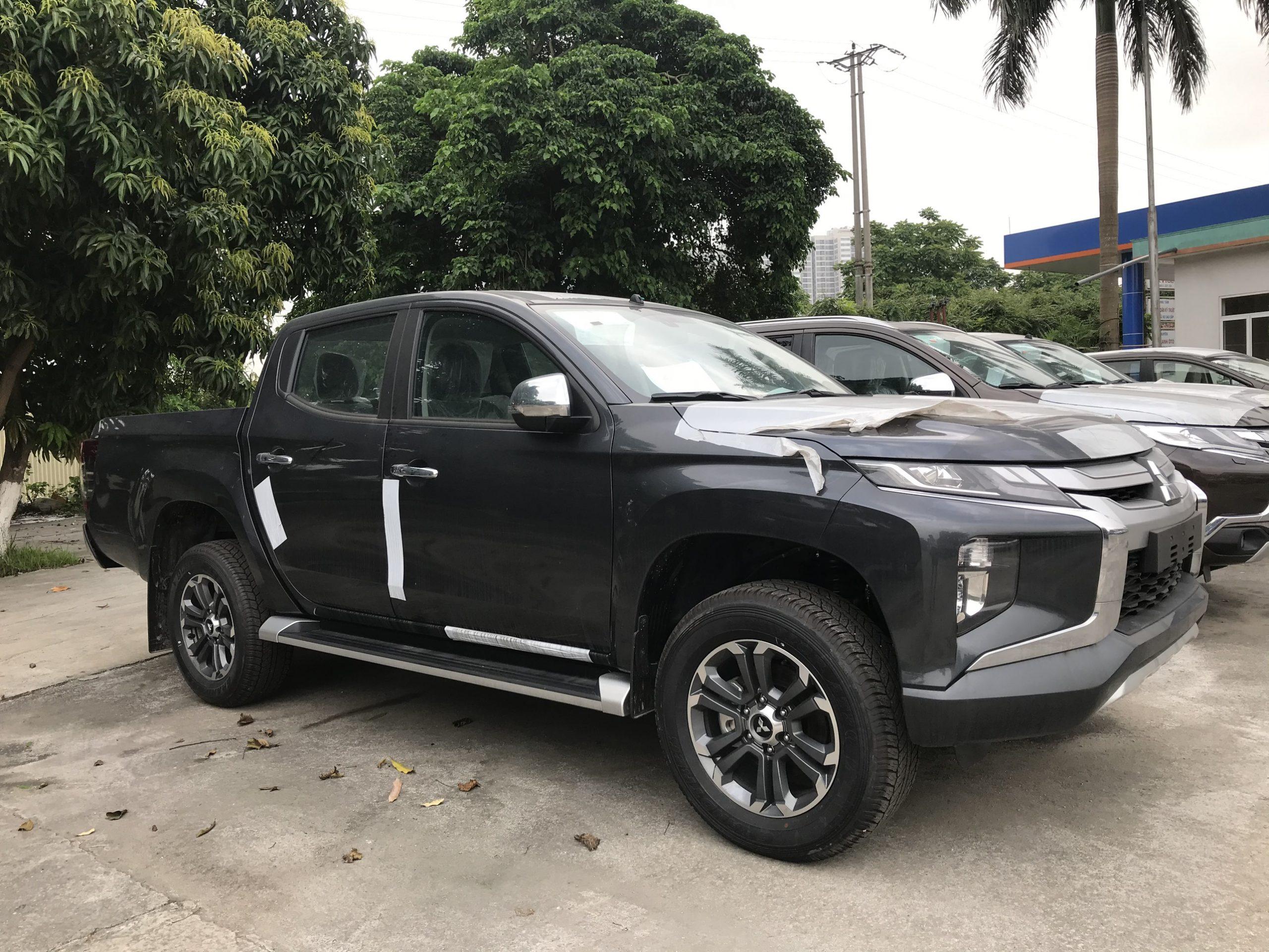 Xe bán tải Triton 2021 màu đen